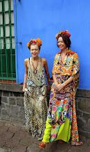 Photo: Elävää Frida Kahloa museon edustalla