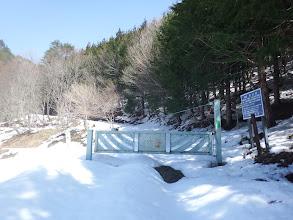 林道脇谷線のゲート