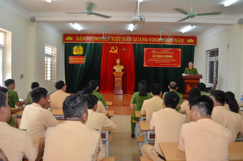 Các học viên tham gia lớp học