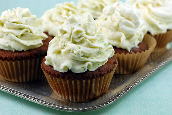 Coconut Cupcakes with Key Lime Icing Recept | Yummly