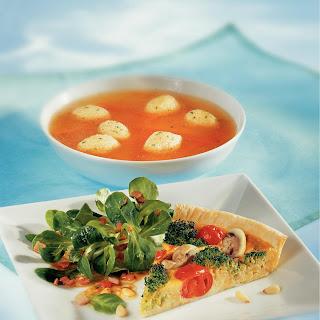 Broccoli-Champignon Quiche mit Pinienkernen
