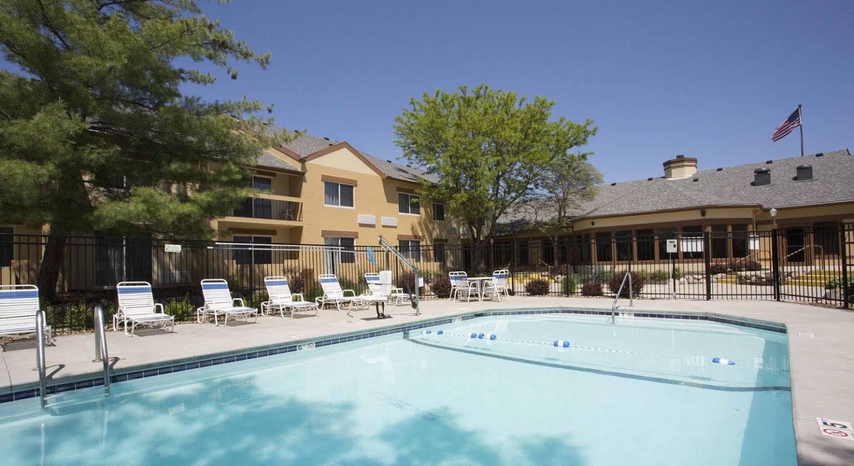 Days Inn & Suites Omaha
