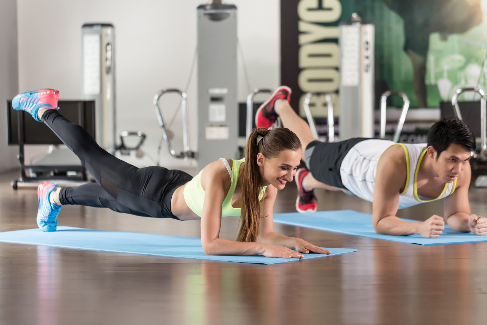 Glute Exercises for Runners: Plank Leg Lift