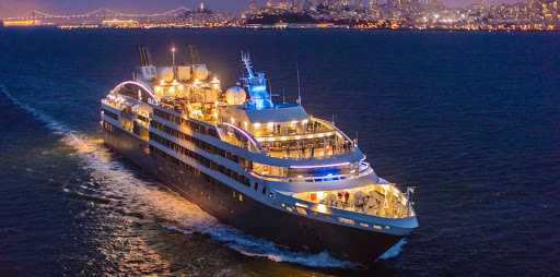 Ponant-New-York-Manhattan5.jpg - Experience New York at night on a luxury Ponant cruise.