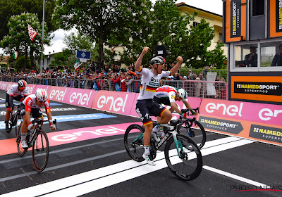 Ackermann bleef Viviani en Ewan voor in tweede rit van Giro in 2019