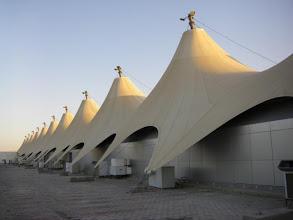 Photo: Ankunft am Flughafen von Hurghada/Ägypten... hier wäre ich beinahe verhaftet worden, weil ich am Flughafen fotografiert habe.. aber es ging gerade noch gut. Wir sind mit dem Bus von Hurghada in der Nacht nach Luxor gefahren, ca. 4 Stunden, sowas muss man erlebt haben.... waren gegen 2 Uhr früh auf dem Nilkreuzfahrtschiff Pionier II , haben eingecheckt und sind am nächsten Morgen  nach Edfu unserer ersten Stadion gefahren.