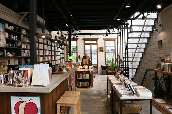 赤峰街咖啡廳『浮光書店』隱藏老宅中的文青書屋,甜點下午茶,菜單價位(捷運中山站)