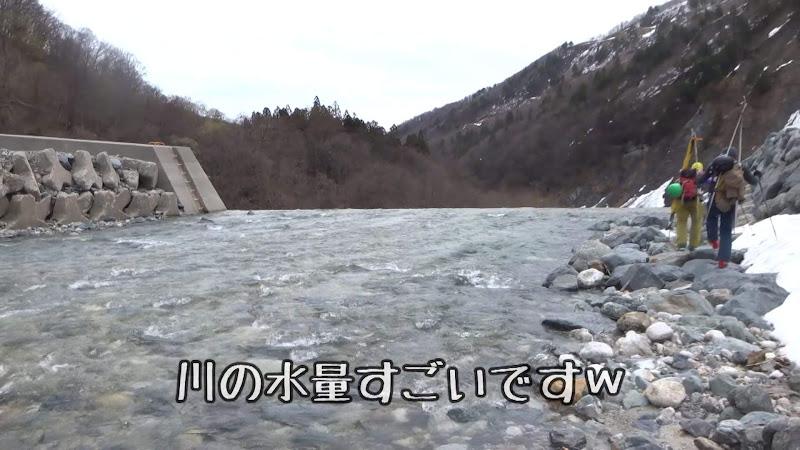【八方尾根スキー場】バックカントリーコース川を渡る