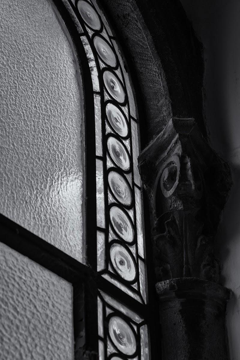 Finestra bifora: dettagli.  di Barbara Surimi
