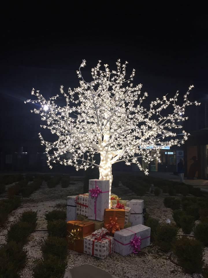 Natale al centro commerciale di  Antonella Giuliani