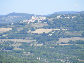 Photo: At high zoom, looking over to the village of (I'm pretty sure) Bonnieux.