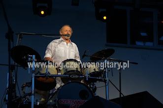 Photo: Jerzy Skrzypczyk wita liczną publiczność w amfiteatrze w Międzyzdrojach
