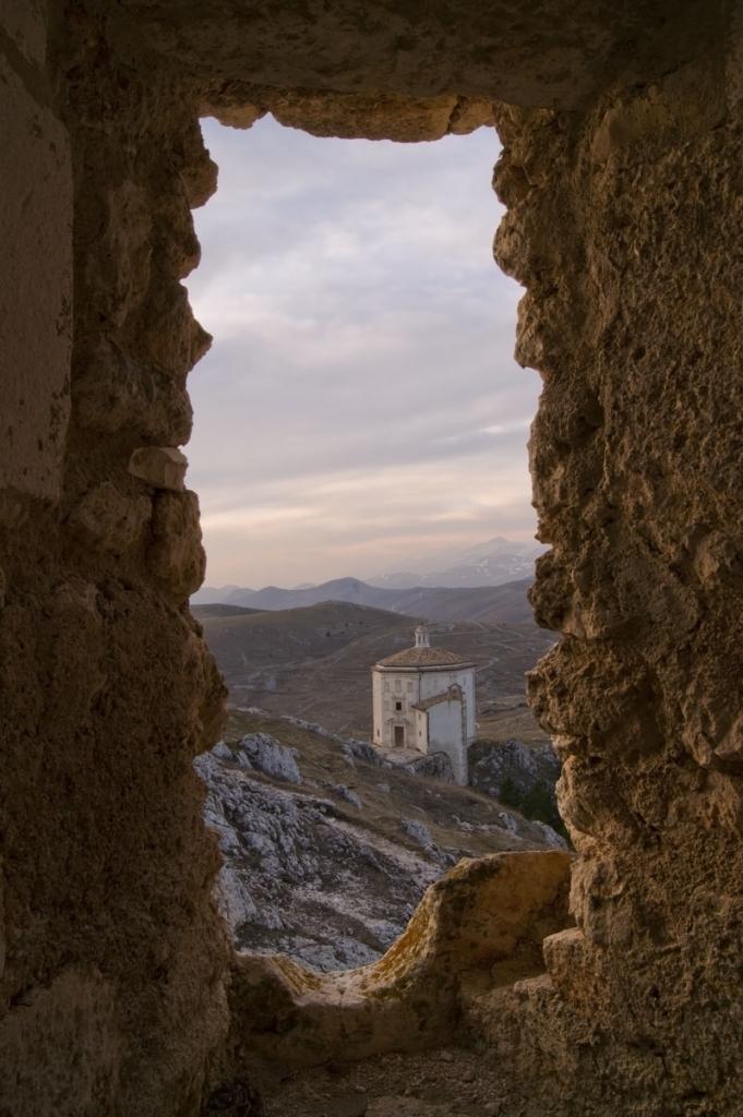 S. M. Pieta' dal Castello di Calascio di GLADIOLO