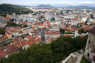 Photo: Näkymä Ljubljanan linnan tornista kohti keskustaa.