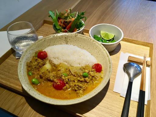 食物:4/5(咖喱不會很辣,但味道很下飯) 餐廳環境:4/5 價格:偏貴