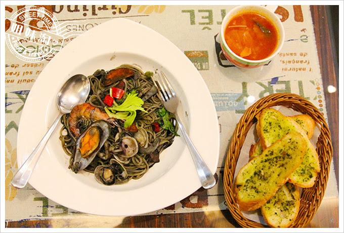 有夠義式青醬廚房白酒墨汁綜合海鮮義大利麵