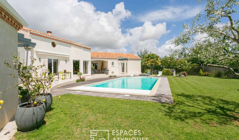 Maison avec piscine et terrasse Angles
