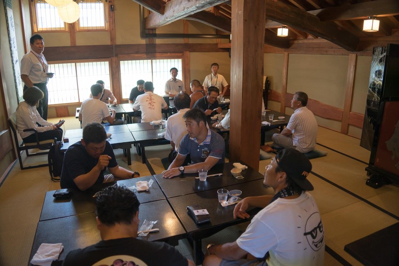 蕎傳の2階にて昼食
