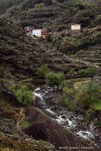 Photo: Vista de alquería de El Gasco desde la ruta que va al Chorro de la Meancera. Comarca de Las Hurdes, Extremadura, España.  Filtros:Polarizador.  http://blog.betsabedonoso.com/2015/05/el-gasco-y-el-chorro-de-la-meancera.html