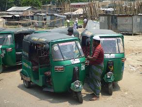 Photo: Tyto skořápky plně nahrazují taxíky. Jsou mnohem levnější a rychlejší, zato bezpečnost více než pochybná.