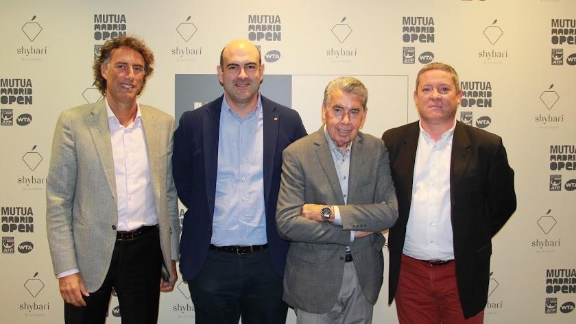 De izquierda a derecha: Gerard Tsobanian, Jesús Barranco, Manolo Santana y Juan José Caparrós