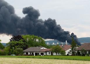 Photo: Die Rauchwolke zieht zur Autobahn