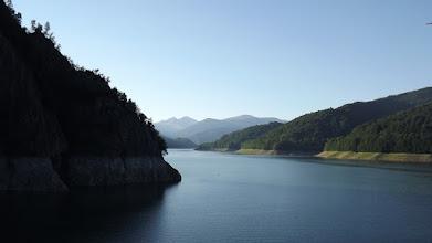 Photo: Vidraru-tó a gátról