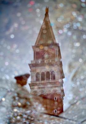 Riflessi veneziani sotto la pioggia  di Turibol