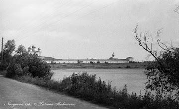 Photo: Вид на Юрьев монастырь с дамбы, по которой проходит Юрьевское шоссе. 1968 год.