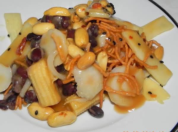 All In The Cupboard Salad W/thai Peanut Dressing