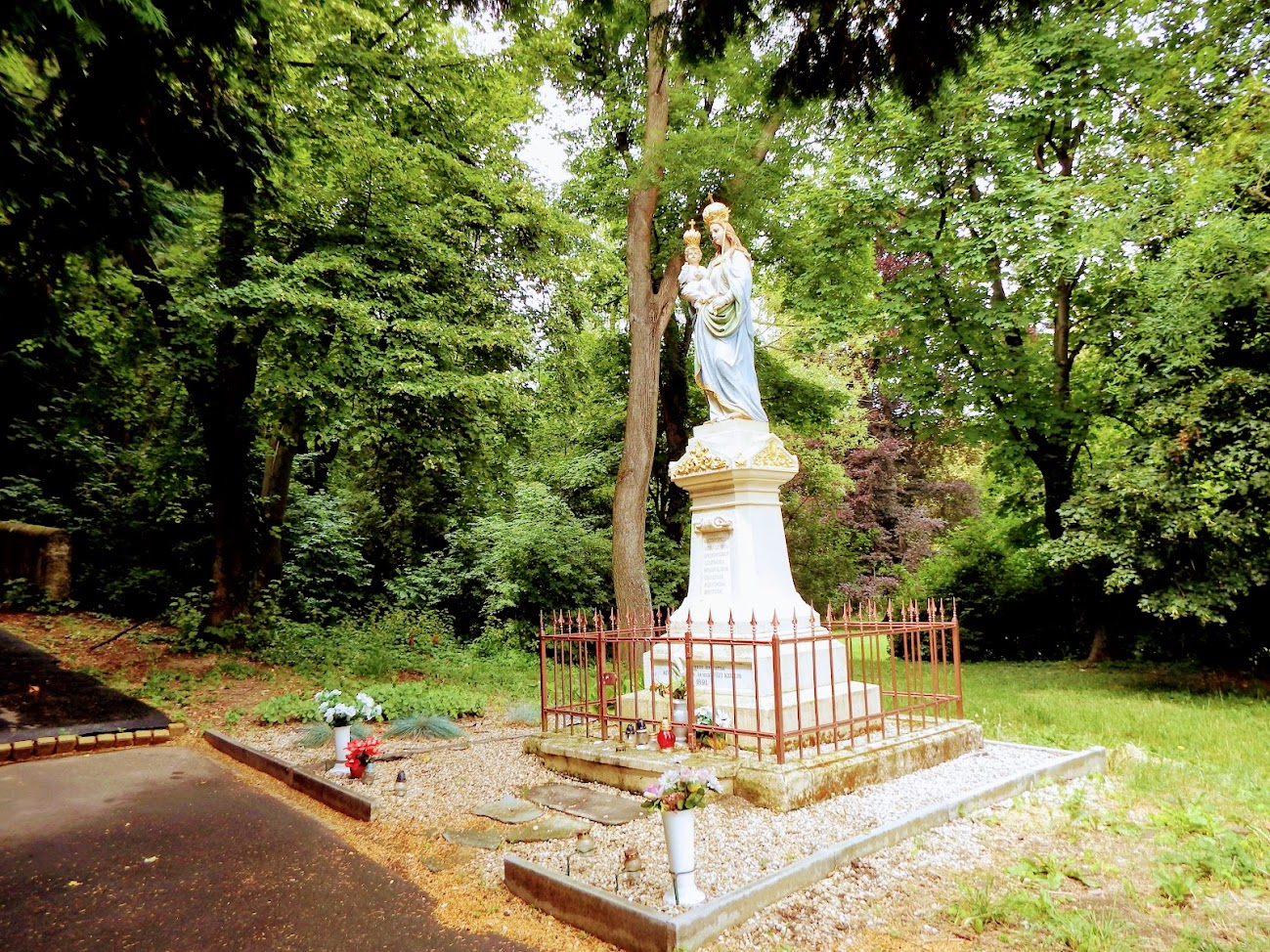 Szombathely - Magyarok Nagyasszonya-szobor