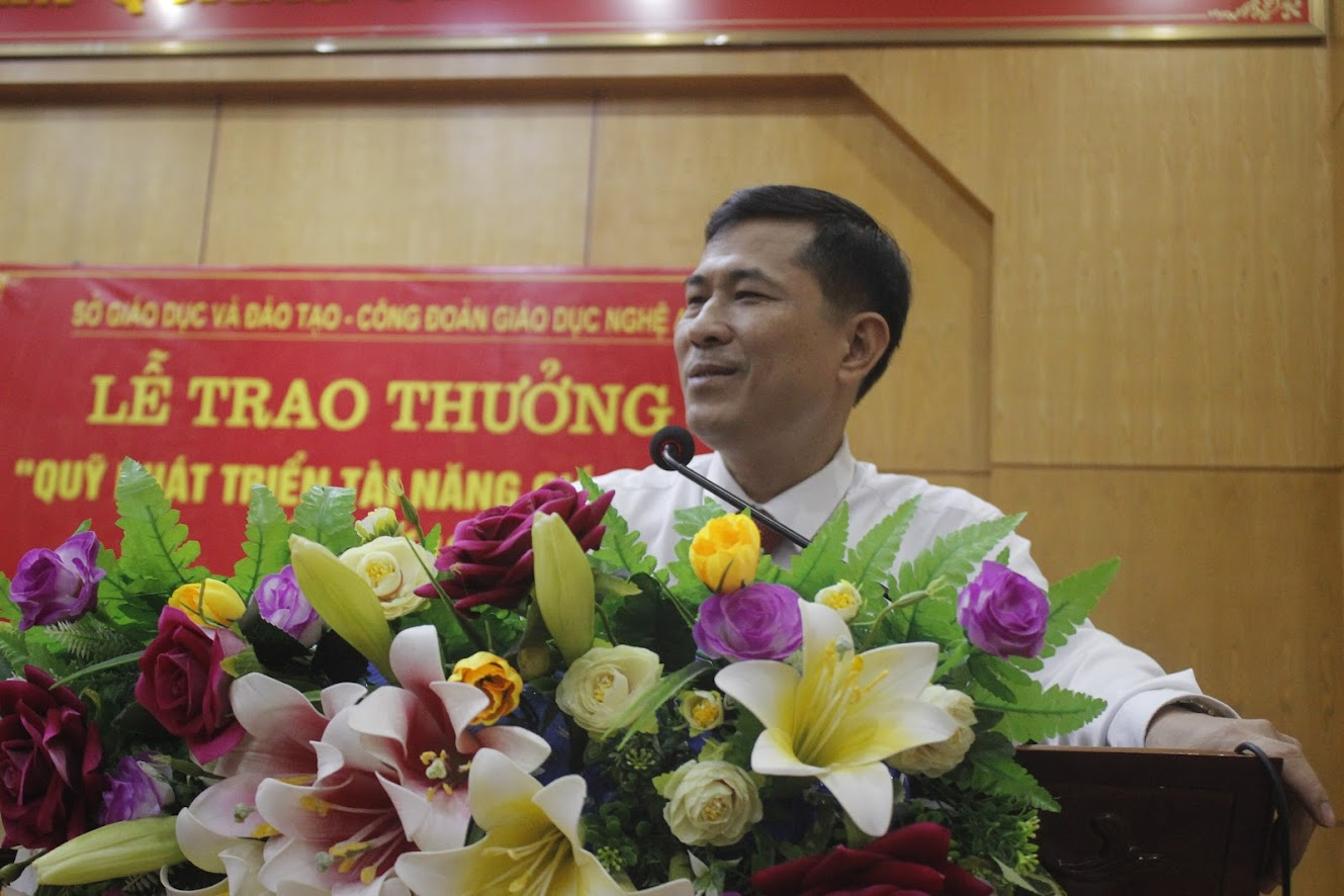 Giám đốc Sở Giáo dục và Đào tạo Thái Văn Thành phát biểu tại buổi lễ