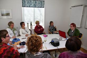 """Photo: Lisa Åhlström hade ett gäng workshops under helgen - här är det """"stickning på internet"""" som är igång."""