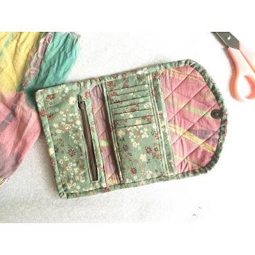 銀包系列👛 🌼綠色花卉布🌿 今次有兩格放紙幣位,非常實用! 背面仲有喱士花邊襯托💚  96265492📞 SOLD OUT #AC小手作 #手作 #銀包 #handmade