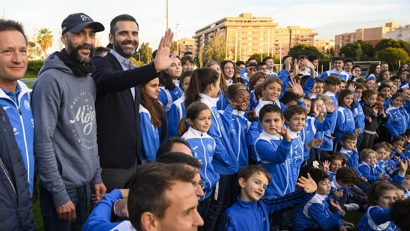 El alcalde Fernández-Pacheco visitó a los alumnos de la Escuela.