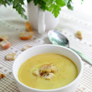 Kremowa zupa brokułowa z serem / Creamy broccoli cheddar soup.