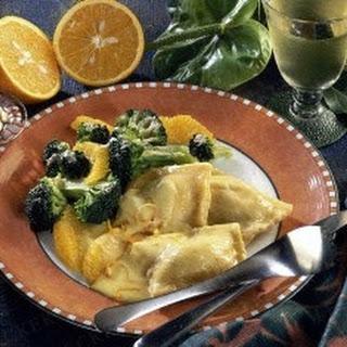 Maultaschen mit Broccoli und Orangenfilets