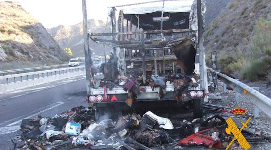 Incautan más de 60 kilos de hachís y marihuana en el incendio de un autobús