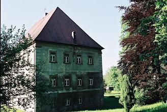 Photo: Auf der Süd- und Ostseite sieht man noch grüne Barockfassadenreste