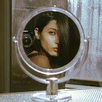 Self portrait in the mirror di