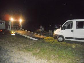 Photo: Le minibus finira sur le plateau