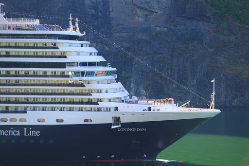 koningsdam-exterior21.jpg - A closeup of Holland America's newest ship, ms Koningsdam.