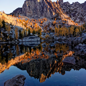 Prusik Peak Alpenglow by Rakesh Malik - Landscapes Waterscapes ( mirror, enchantments, reflection, wilderness, mountain, dawn, alpine lakes, leprechaun lake, alpenglow, sunrise, prusik peak, granite,  )