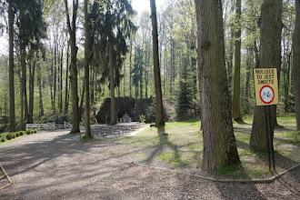 Photo: V blízkosti sanktuária a františkánského kláštera se nachází lurdská jeskyně vytvořená na začátku 20. století z iniciativy Filipa Roboty