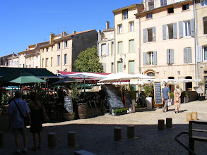 Photo: We have a nice lunch on the nearby resto-rich Place des Fontetes.