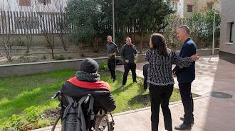 El delegado territorial visitando las instalaciones del Centro Residencial.