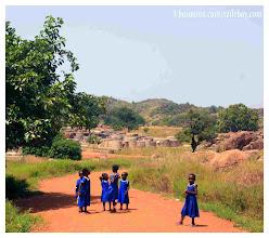 Photo: Petites écolières de Tongo Tzurug, nord Ghana