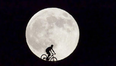 Photo: nearly unbeliveable: full moon during this Cycling Championship Weekend....