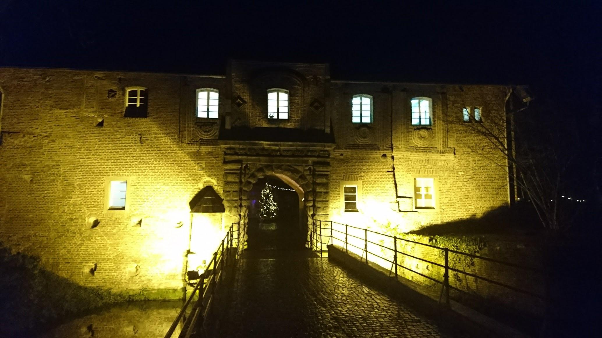 Schloss Rheydt Eingang bei Nacht