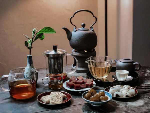 復古美學茶館/ 小隱茶庵 / ,陽台茶席一期一會,來場視、聽、嗅、味覺兼具的午茶約會。台北/東門站。